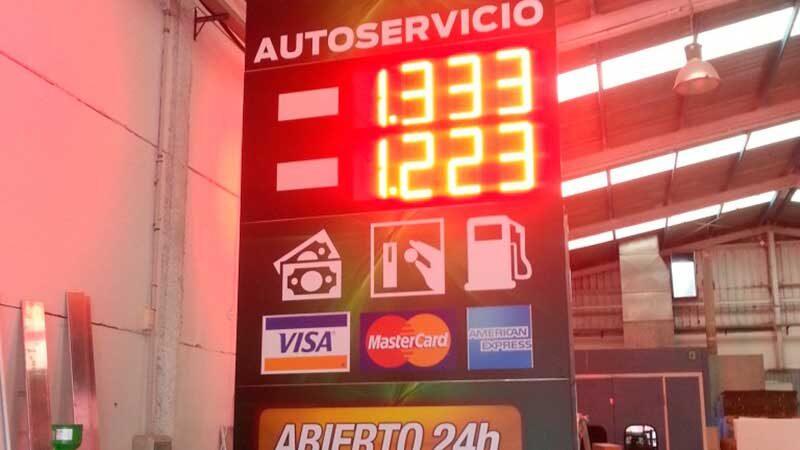 monolito gasolinera